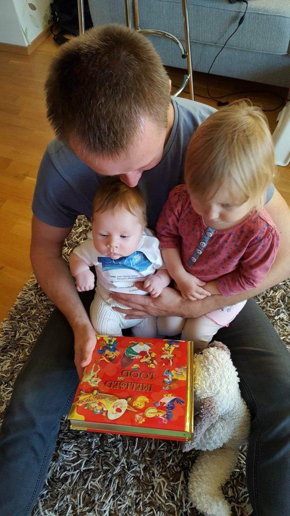 6 põhjust, miks hakata varakult lapsele ette lugema